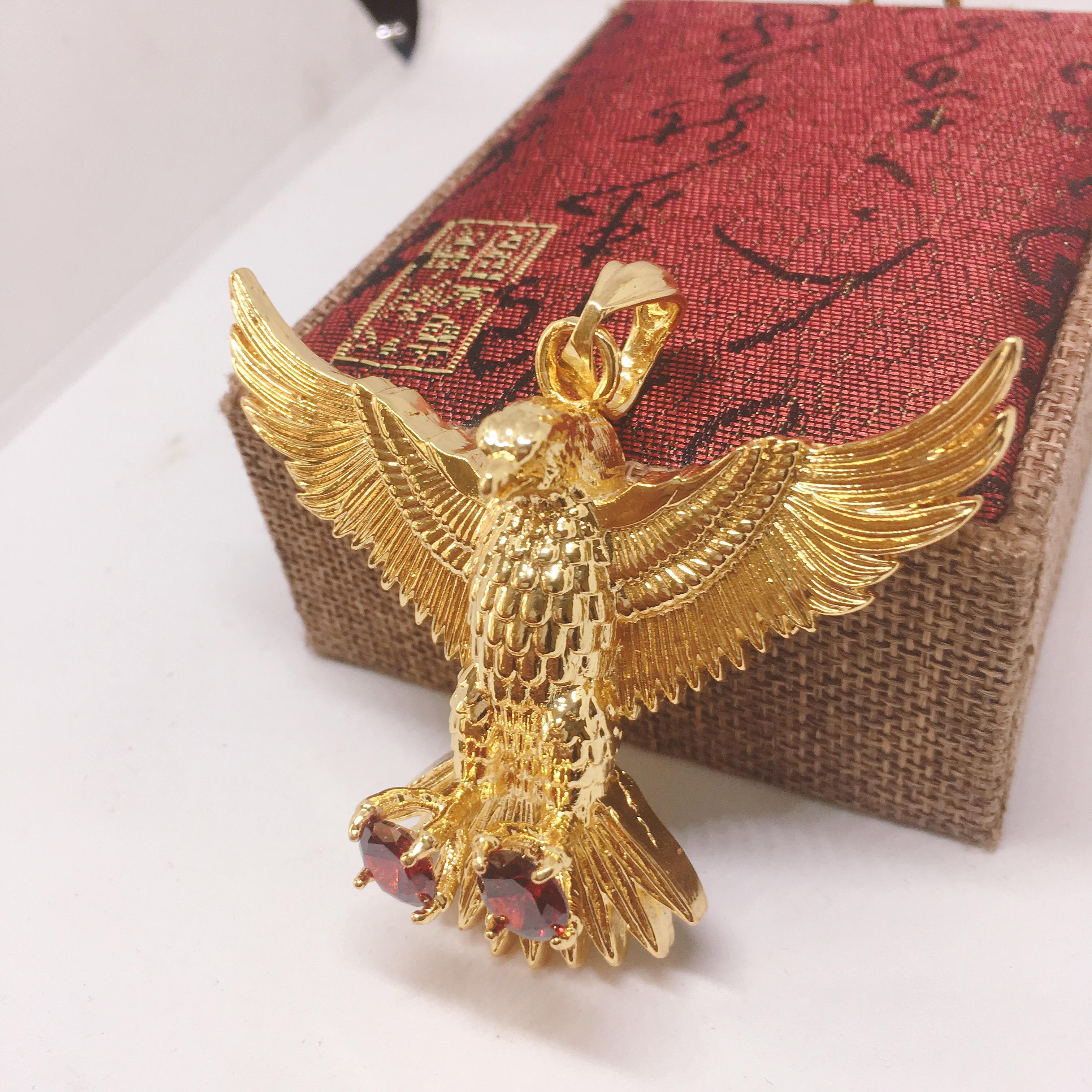 Mặt dây chuyền đại bàng tung cánh vàng