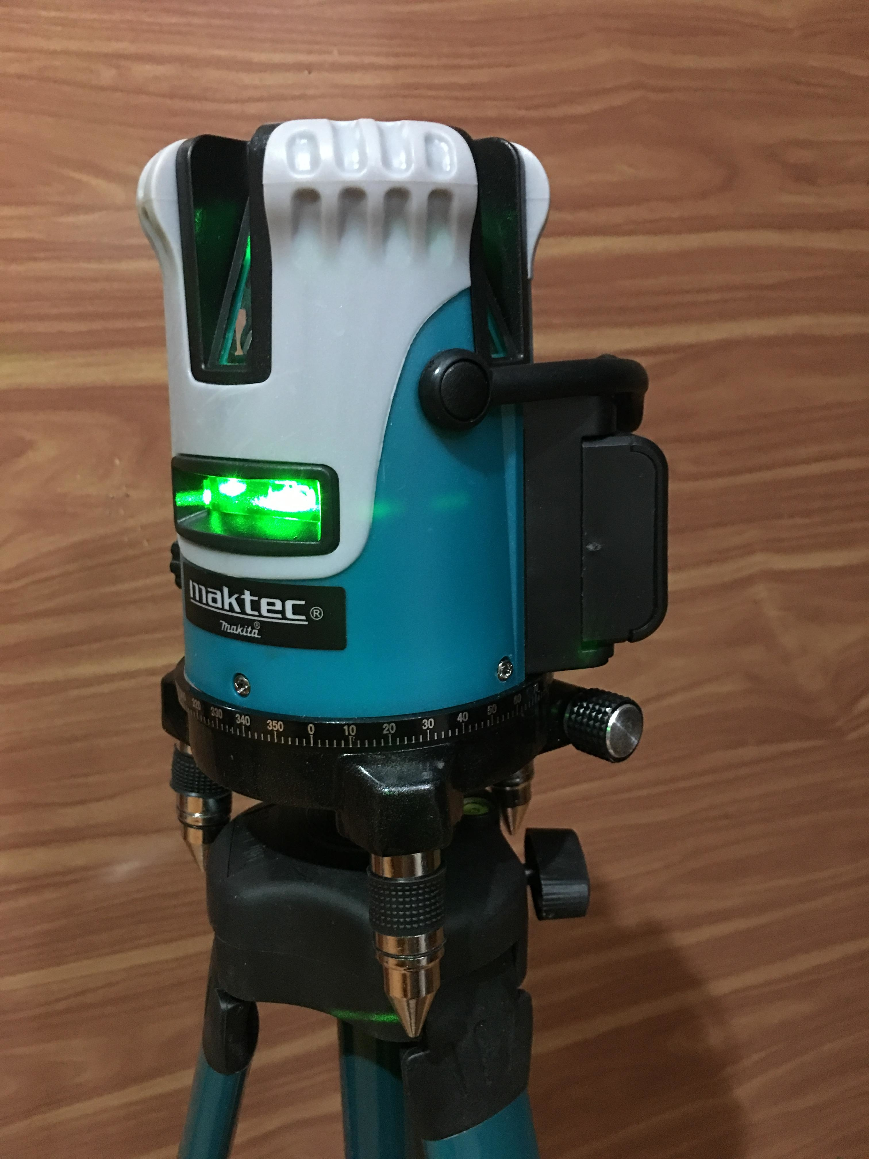Máy cân mực laser Maktec 5 tia xanh