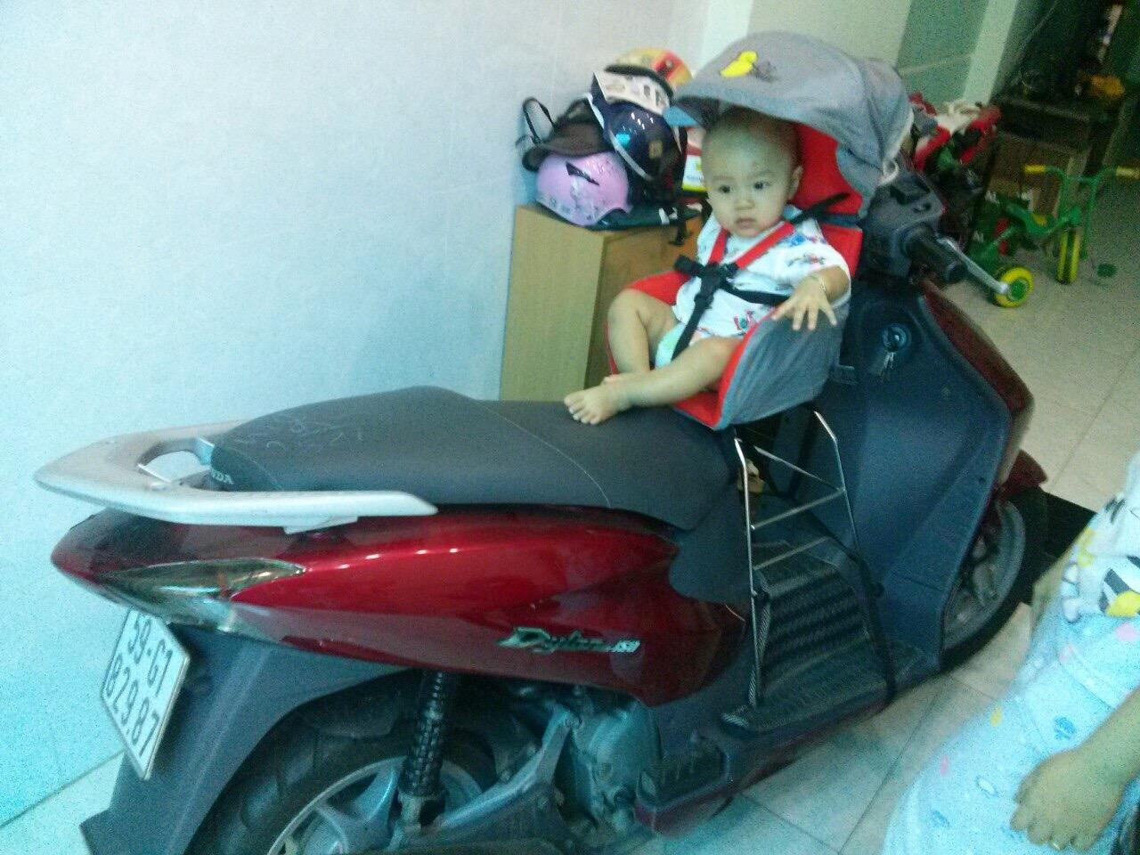 Ghế ngồi xe máy an toàn cho bé