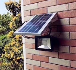 Đèn năng lượng mặt trời led pha công suất 50W cảm biến ánh sáng
