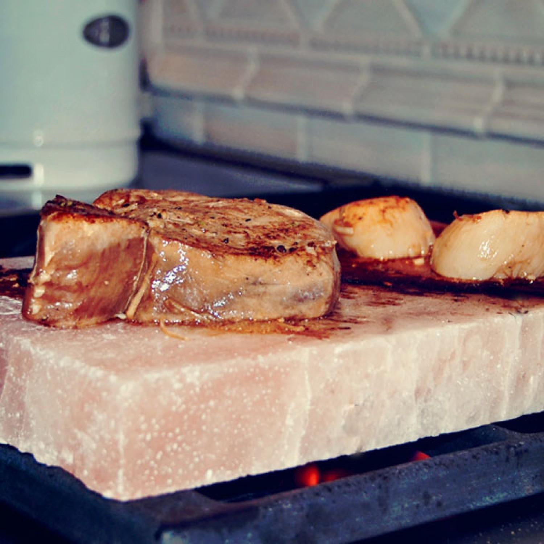 Đá muối nướng thức ăn Himalaya cao cấp mặt phẳng 20x20x4 ( Tặng ngay muối tắm Himalaya)