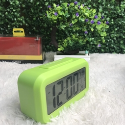 Đồng hồ báo thức kỹ thuật số có đèn LED