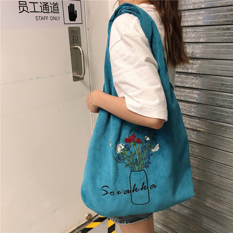 Túi tote nhung thêu thời trang