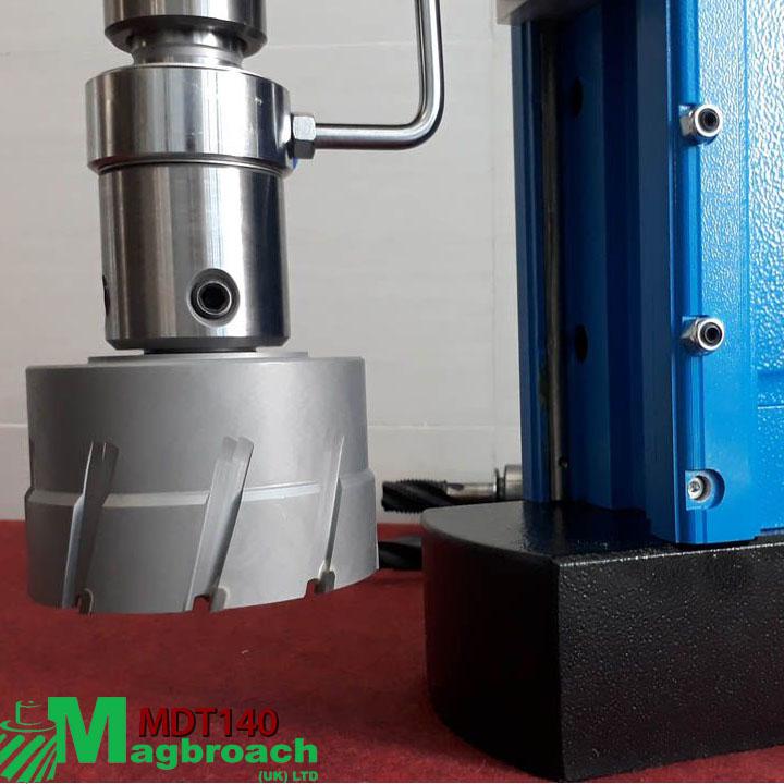 Máy khoan từ Magbroach MDT140 khoan và taro kích thước lớn