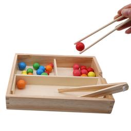 Gắp bi gỗ - Luyện tư duy và tay cho bé