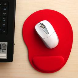 Miếng lót chuột EVA PU có đệm êm giảm mỏi tay hình oval nhỏ gọn, tiết kiệm không gian bàn làm việc - màu đỏ MLC31