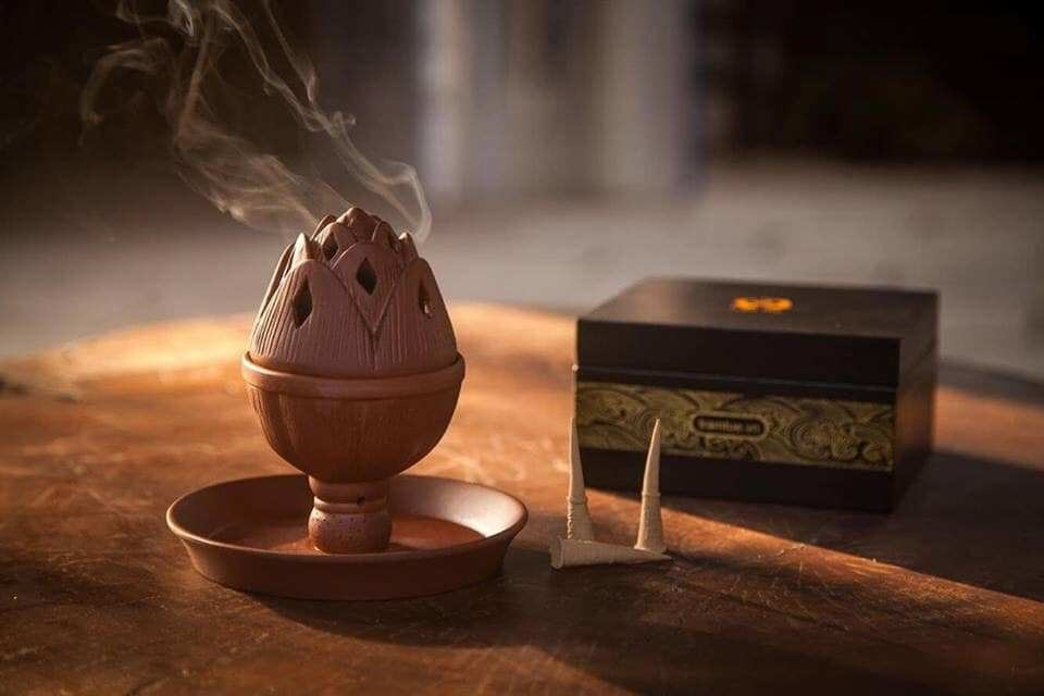 Lư gốm đốt trầm hương hình hoa sen Trầm Tuệ