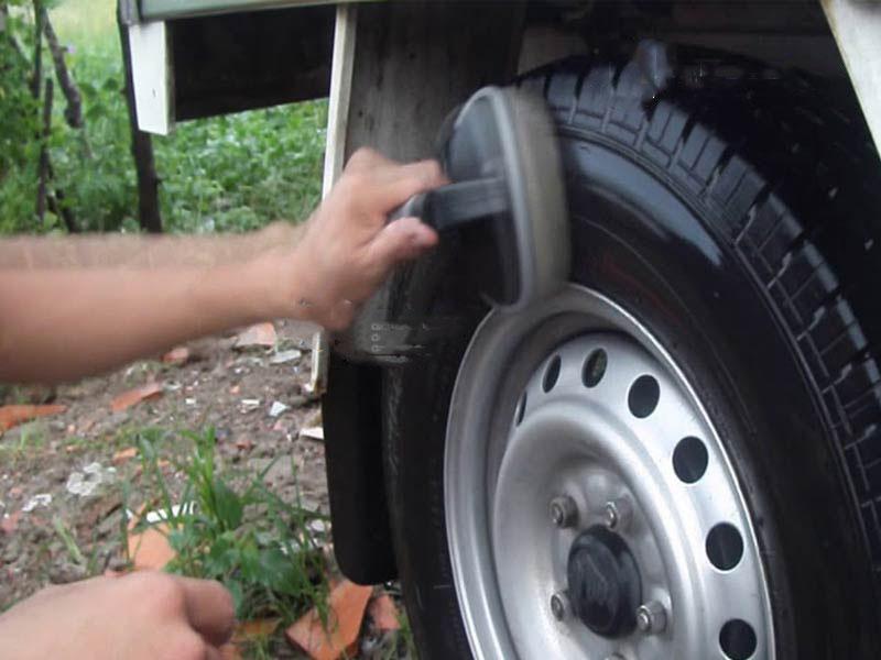 Bàn chải quét bóng vỏ lốp ô tô